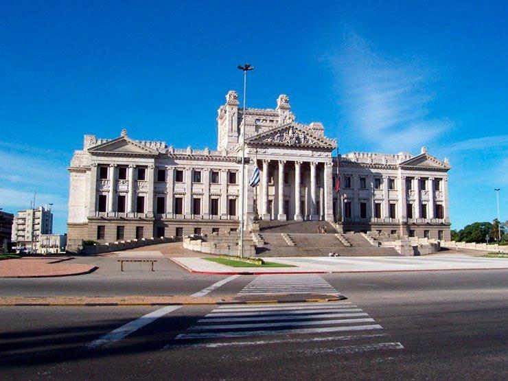 Viagem para o Uruguai: Palácio Legislativo de Montevidéu tem visitas guiadas.