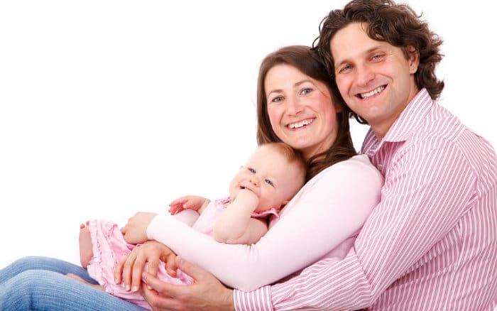 imagem de família ilustrando post que fala sobre famílias gastam mais com saúde que governo