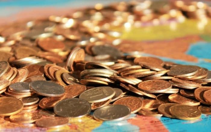 Imagem de moedas para ilustrar post sobre o que é parcela não dedutível valor reembolsado