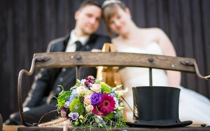 Imagem de noivos para ilustrar texto sobre seguro para casamento