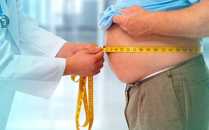 Foto de paciente obeso para texto que fala se plano cobre balão gástrico