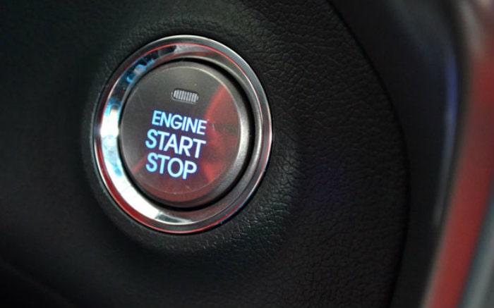 Imagem de botão de partida do carro para texto sobre lançamentos de carro 2020