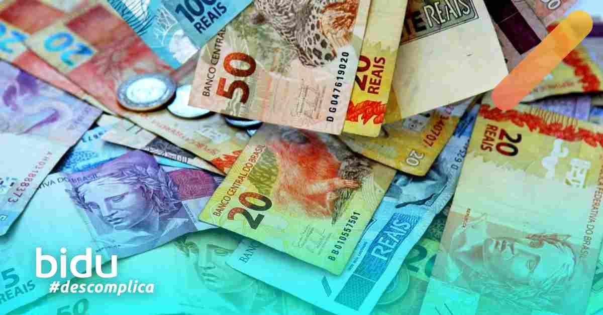 imagem de notas de dinheiro para texto sobre seguro de vida barato