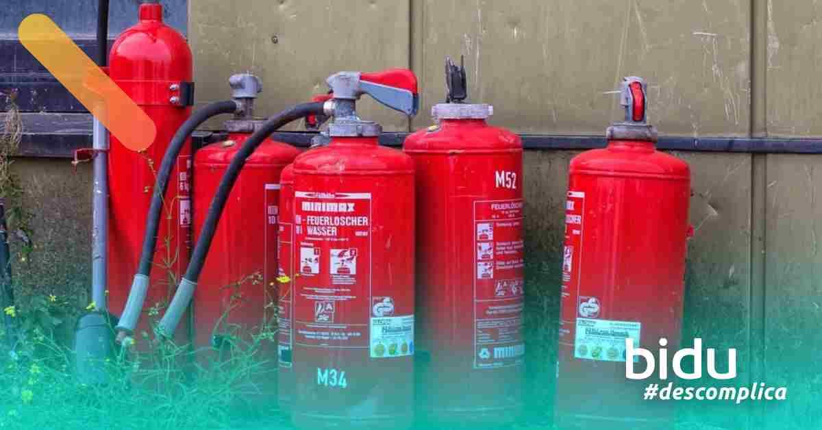 imagem de extintores para texto sobre seguro incêndio